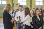 Ślubowanie klas pierwszych - klasa 1b z wychowawcą